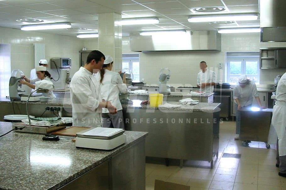 Cuisine professionnelle élèves pâtissiers