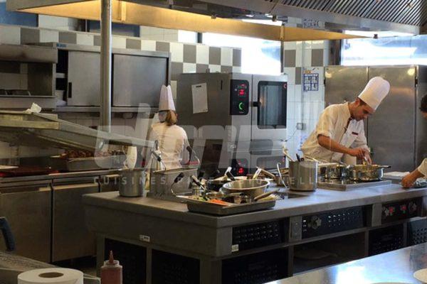 cuisiniers en action, matériel pro